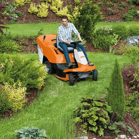 Садовый райдер в работе